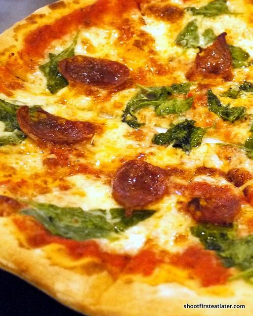 chorizo e spinaci pizza