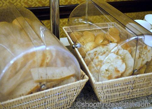 Hamilo Coast buffet lunch-bread
